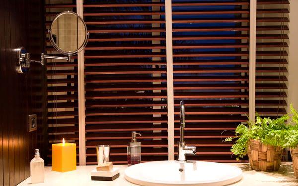 Thiết kế màn che phòng tắm với phong cách bán cổ điển