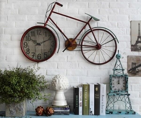 Sử dụng bánh xe đạp làm khung đồng hồ độc đáo
