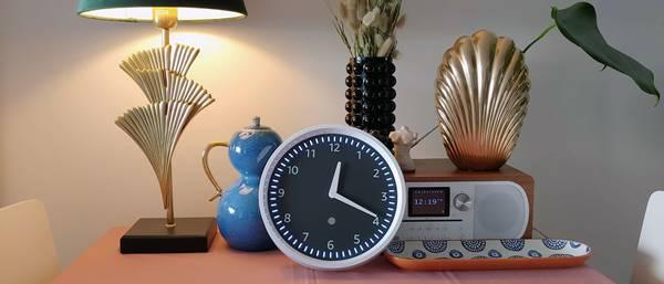 đồng hồ trang trí khách sạn