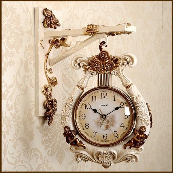 Vẻ sang trọng, quý phái của chiếc đồng hồ treo tường này là một lựa chọn lý tưởng cho những khách sạn theo đuổi phong cách tân cổ điển