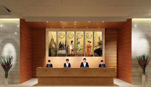 Đồng hồ khách sạn giúp nhân viên và khách hàng thuận tiện theo dõi các múi giờ