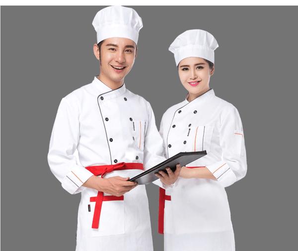Đồng phục của đầu bếp nam và nữ với màu trắng quen thuộc, kết hợp màu đỏ nổi bật