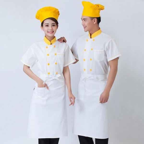 Áo đồng phục bếp còn được kết hợp với màu sắc khác tạo sự trẻ trung
