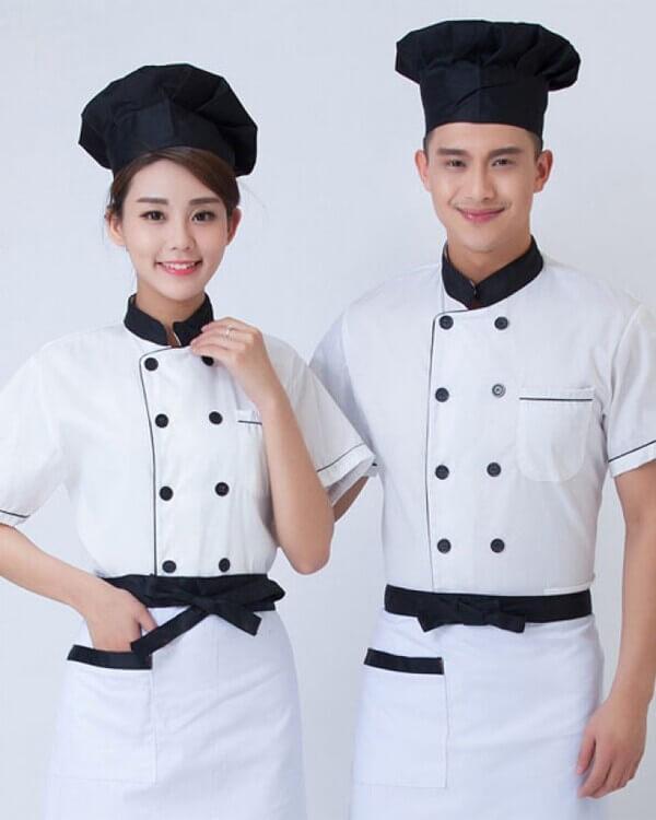 Kiểu trang phục kết hợp mũ đen, tạp dề trắng