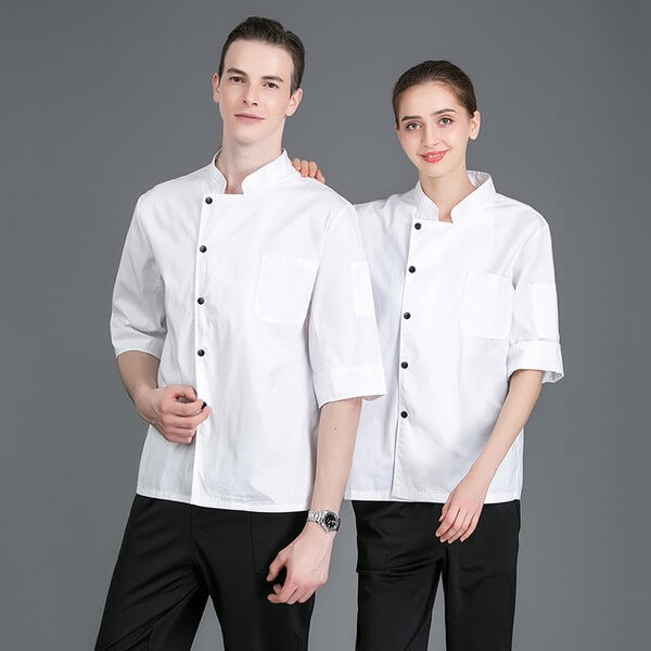 Đồng phục bếp nữ và nam có sự tương đồng nhau