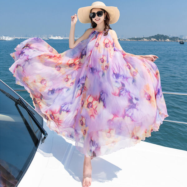 Váy đi biển thường được làm từ loại vải mềm, mỏng và thoáng mát