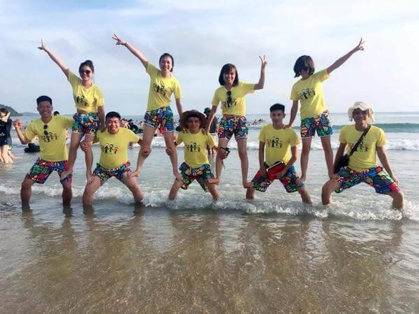 Đồng phục du lịch biển vàng tươi như nắng hạ