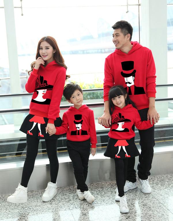 Mẫu váy áo đỏ xinh dành cho gia đình vào mùa đông