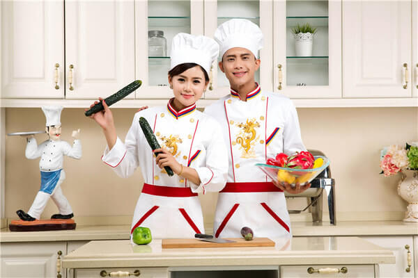 Đồng phục bếp được thiết kế năng động, thoải mái cho người mặc
