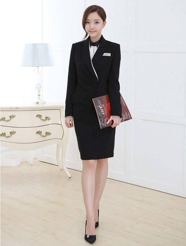 Quản lý nhà hàng khách sạn thường mặc vest