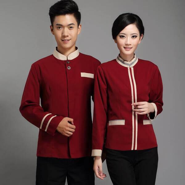 Đồng phục của lễ tân được thiết kế nổi bật