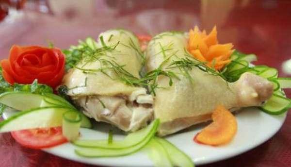Nếu bạn thích ăn đơn giản thì gà luộc là một ý tưởng không tồi