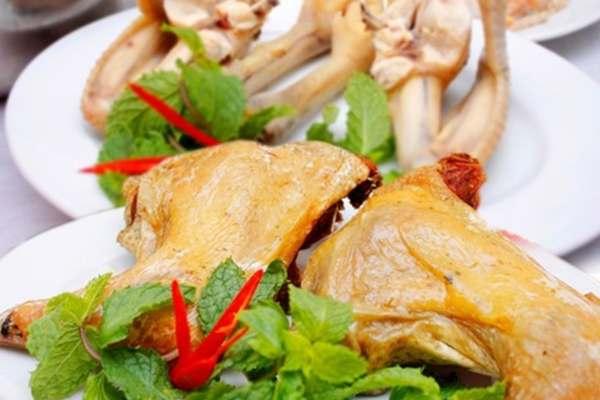 Bạn có thể thưởng thức và cảm nhận được vị món gà đặc trưng của quán