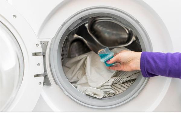 Chọn chất tẩy phù hợp khi giặt chăn