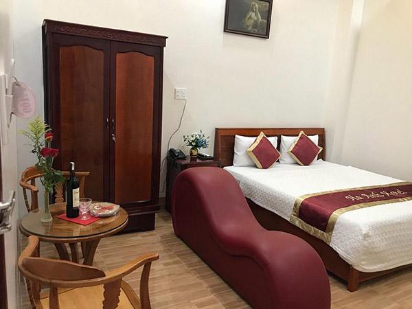Dịch vụ ghế tantra trong phòng khách sạn