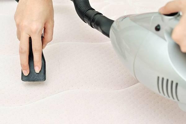 Việc khử mùi hôi chăn ga gối đệm nên được thực hiện định kỳ để đảm bảo vệ sinh khi khách hàng sử dụng