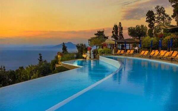 Là một kiểu dáng bể bơi bắt nguồn từ Bali (Indonesia)