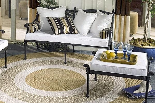 Thảm trải sàn với hình dạng oval/tròn cũng tương đối phổ biến