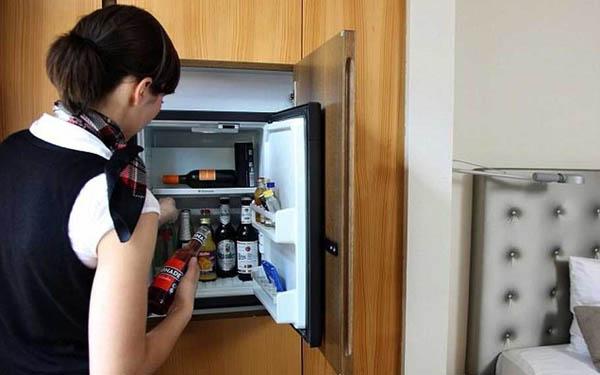 Lịch sử tủ mini bar: chiếc hộp nhỏ khiến ngành khách sạn yêu thích