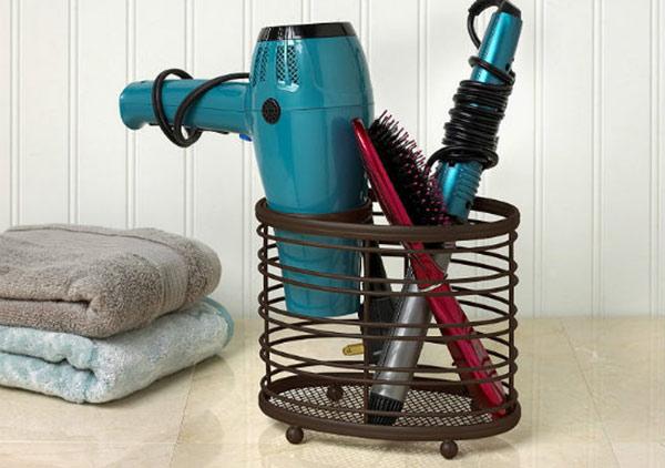 Máy sấy tóc và các thiết bị được khách sạn trang bị dùng miễn phí cho khách thuê phòng