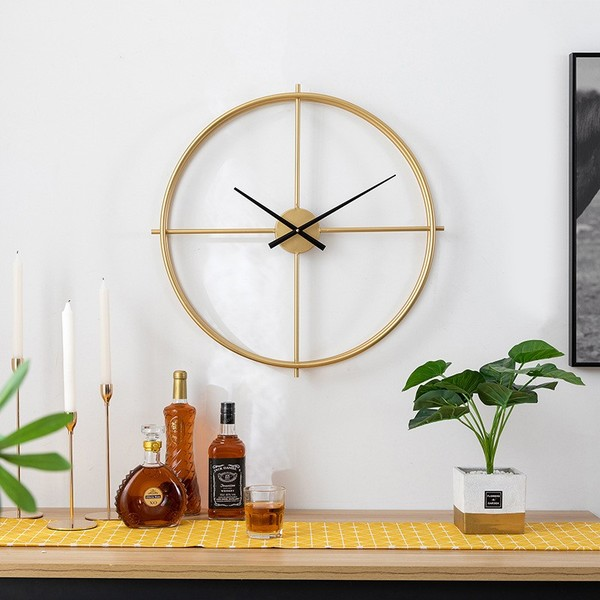 Đồng hồ có thiết kế đơn giản, sang trọng