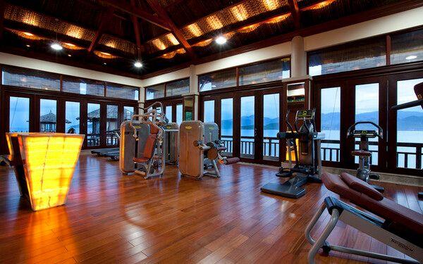 Khu vực tập gym được trang bị đầy đủ các máy móc