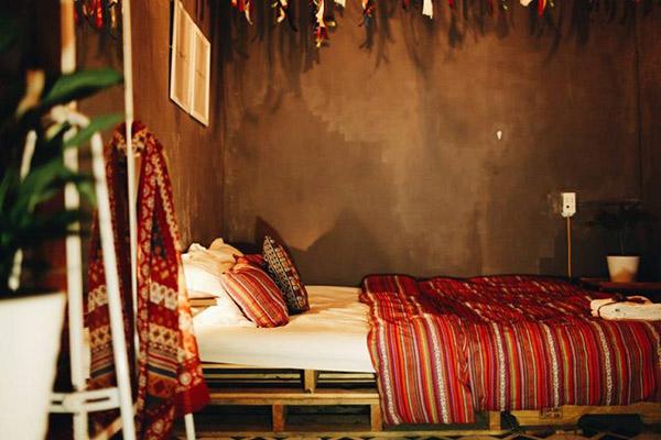 Đồ nội thất phòng ngủ homestay phong cách Bohemian rất độc đáo và thuộc loại hiếm có khó tìm.