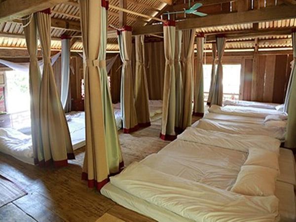 Phòng ngủ tập thể trên nhà sàn thích hợp với nhóm người đông