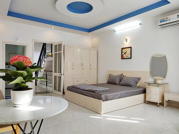 Phòng ngủ homestay đẹp: Không gian hiện đại, mọi đồ nội thất đều đơn giản nhưng toát lên vẻ đẹp sang trọng.