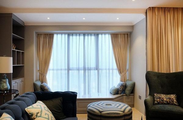 Nên ưu tiên lắp đặt rèm cửa dựa theo hướng ánh sáng của phòng khách sạn