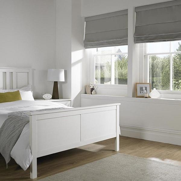 Loại rèm cửa này tạo cho phòng ngủ khách sạn một không gian hiện đại và sạch sẽ hơn