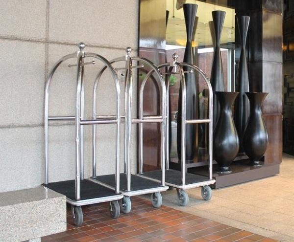 Tốc độ di chuyển lý tưởng khi sử dụng những chiếc xe đẩy hành lý khách sạn này là 2km/h