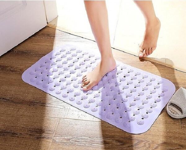 Sử dụng thảm chống trơn giúp mọi khách hàng cảm thấy thư giãn và thoải mái hơn