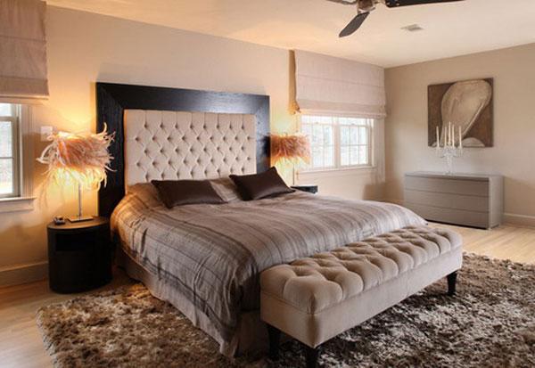 Căn phòng ngủ khách sạn trở nên ấm áp và đầy tinh tế nhờ những tấm thảm trải sàn có màu sắc trung tính