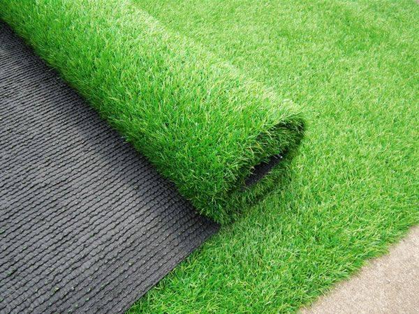 Những tấm thảm chất lượng tốt sẽ có các chấm li ti nhỏ ở mặt sau với công dụng chống trơn trượt