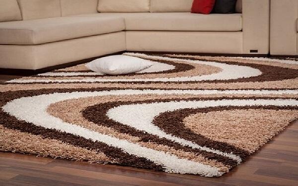 Những tấm thảm trải sàn dày cùng kích cỡ lớn sẽ đem lại một không gian ấm áp hơn trong mùa đông
