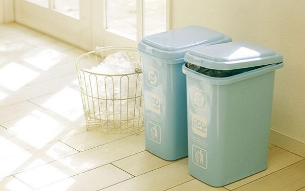 Sử dụng những mẫu thùng rác sáng sủa cùng thiết kế đáng yêu càng khiến không gian phòng trở nên đẹp đẽ hơn