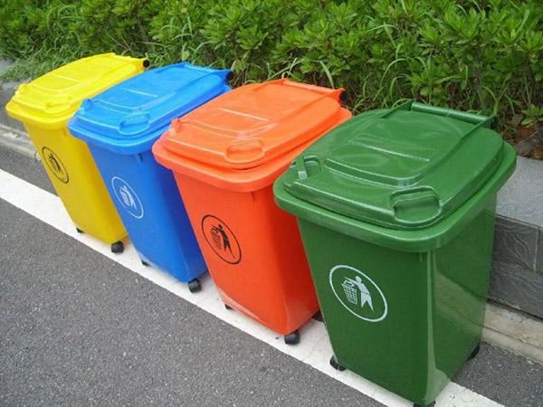 Tông màu nổi bật, chất liệu cao cấp nên thùng rác được nhiều resort tin dùng