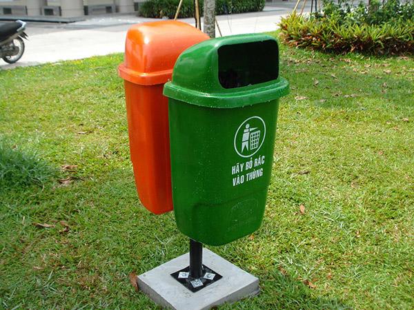 Thùng rác đôi với màu sắc thân thiện, gần gũi