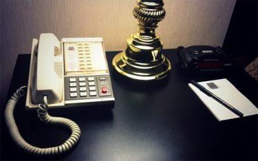 Khách sạn, resort có cần trang bị điện thoại bàn trong phòng không?