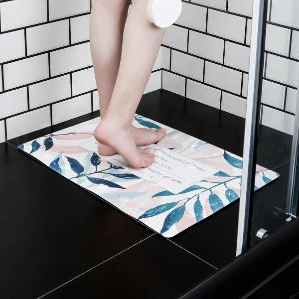 Những tấm thảm trong nhà tắm cần được vệ sinh liên tục và thường xuyên hơn