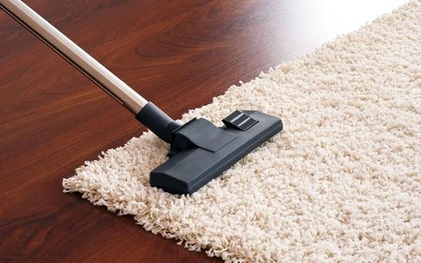 Bí quyết vệ sinh thảm trải sàn tẩy mọi vết bẩn, giảm mùi ẩm mốc