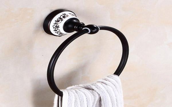 Có nên trang bị vòng treo khăn dính tường trong khách sạn không?