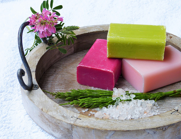 Xà bông công nghiệp có hương thơm, độ cứng tốt hơn xà bông handmade