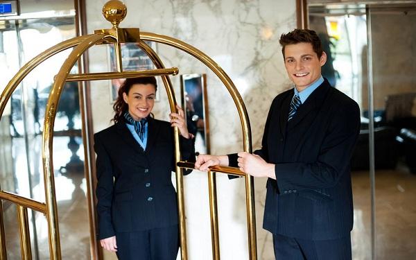 Vì sao các khách sạn, sân bay cần trang bị xe đẩy hành lý?