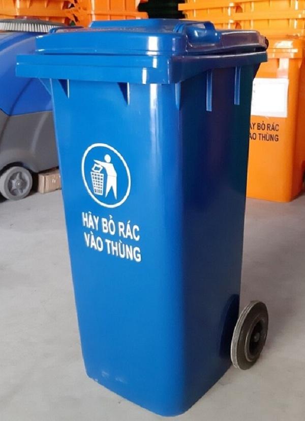 Màu sắc xanh lá hoặc xanh dương trên thùng rác còn giúp mọi người dễ dàng quan sát hơn