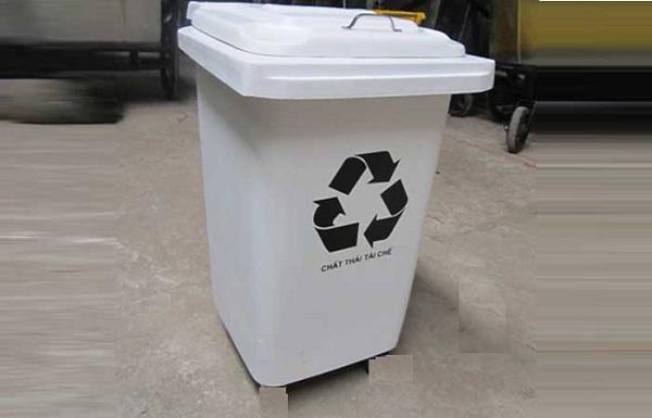Loại thùng rác màu trắng có ý nghĩa dùng để chứa đựng các chất thải tái chế