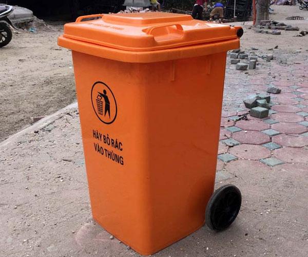 Loại thùng rác màu cam này cũng tương đối phổ biến và được sử dụng rộng rãi