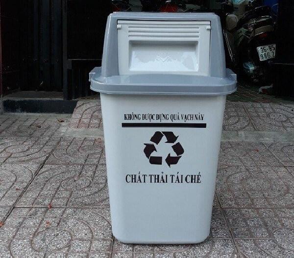 Loại thùng rác màu xám với chất liệu nhựa này cũng tương đối phổ biến tại Việt Nam