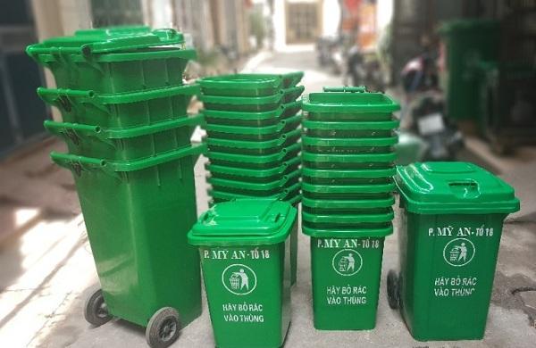 Mẫu thùng rác màu xanh lá trở nên quá đỗi quen thuộc trong cuộc sống hằng ngày